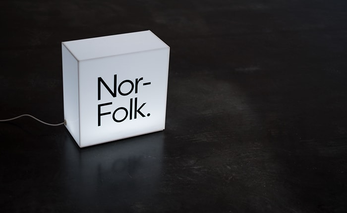 Nor–Folk branded light box